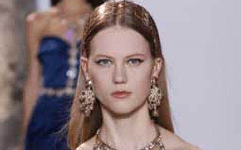 Vogue: Waarom Julie Hoomans op het hoogtepunt van haar modellencarrière een stap terugdoet